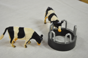 Small Toy Cattle Feeding Ring